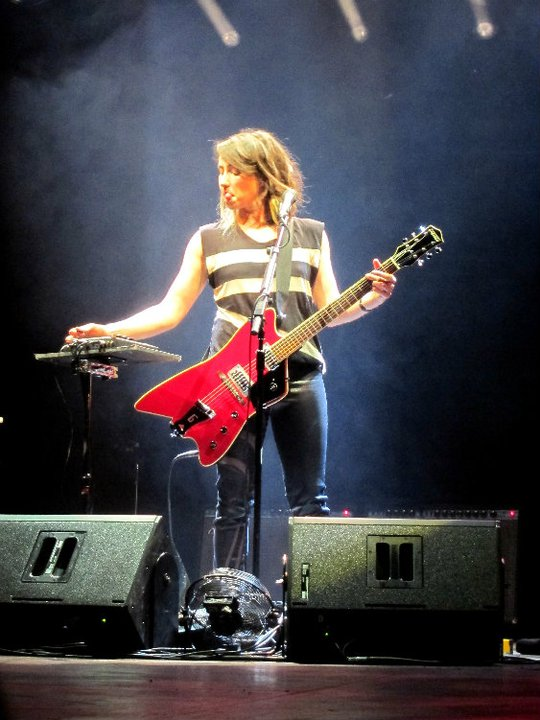 "Nixey was just the opening act for Scottish singer KT Tunstall. That guitar is a Gretsch ""Billy-Bo"" Jupiter Thunderbird."