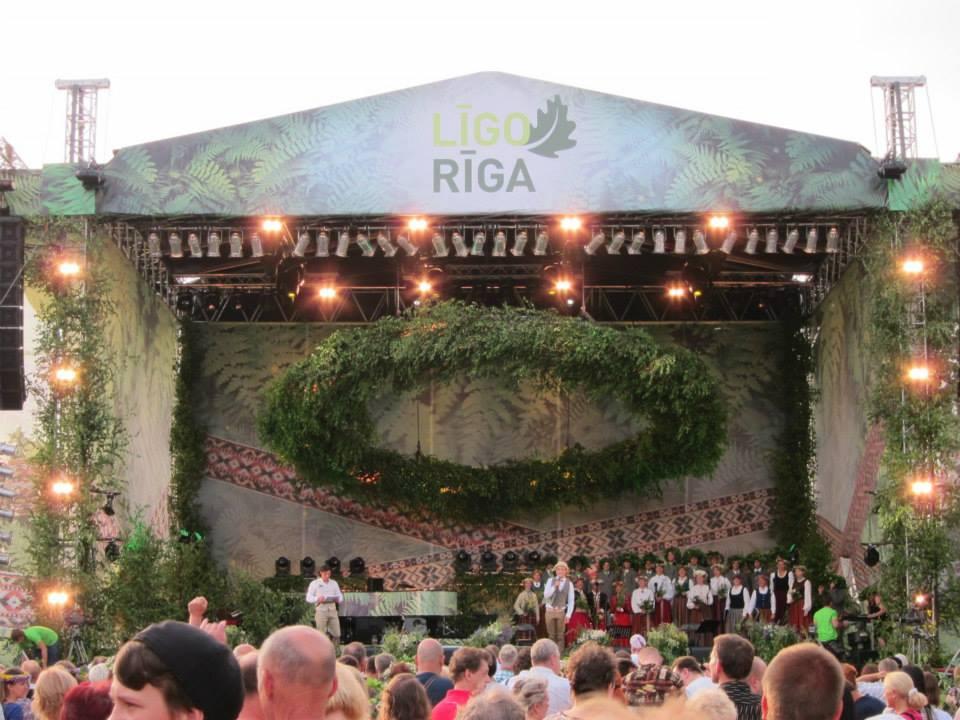 Choral performance on the Krastmala