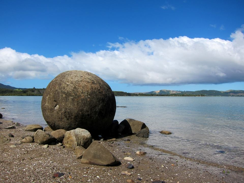 Koutu vs Moeraki: Which Boulders Should You See?