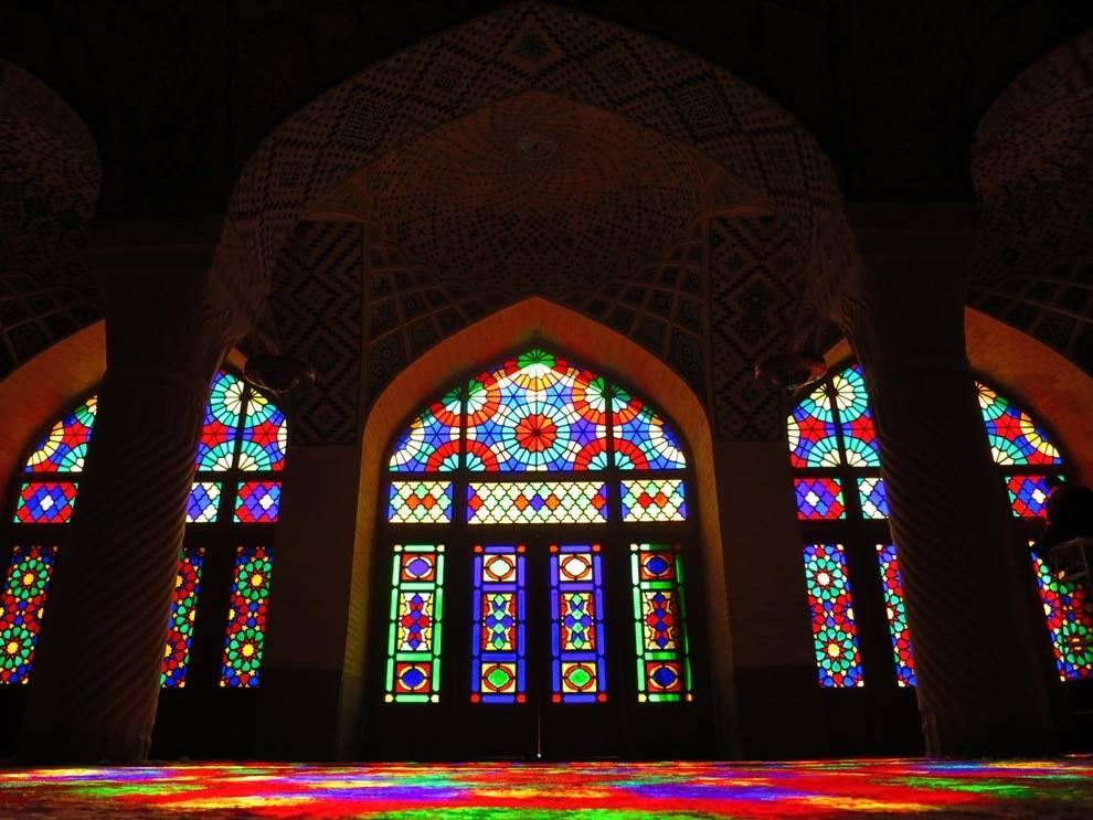 Nasir al-Mulk symmetry