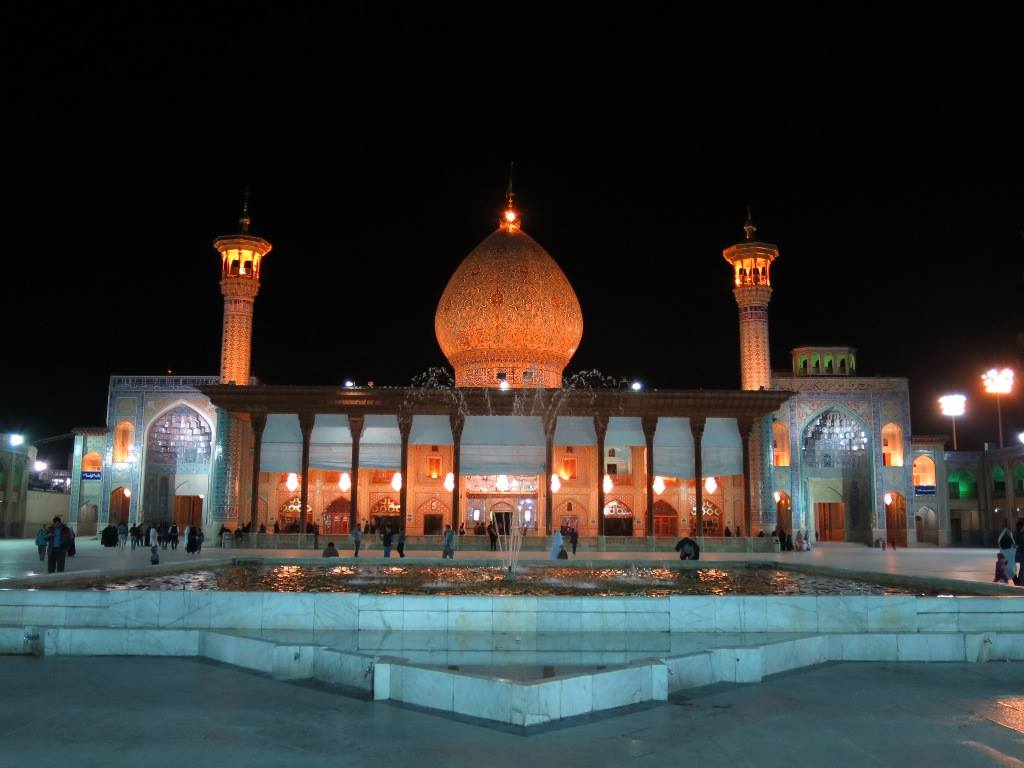A Solo Visit to the Shah Cheragh Mosque