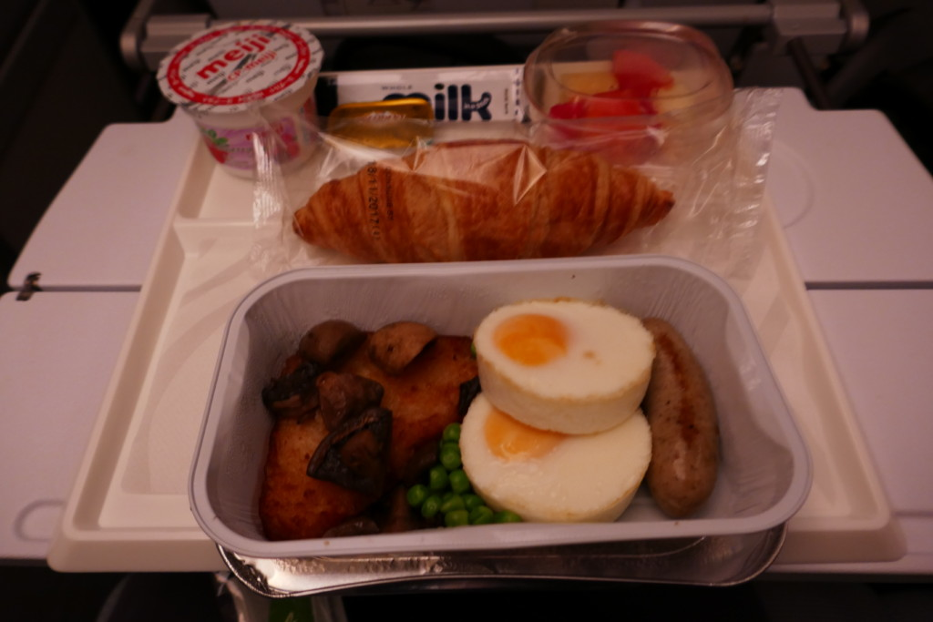 Finnair AY132 breakfast