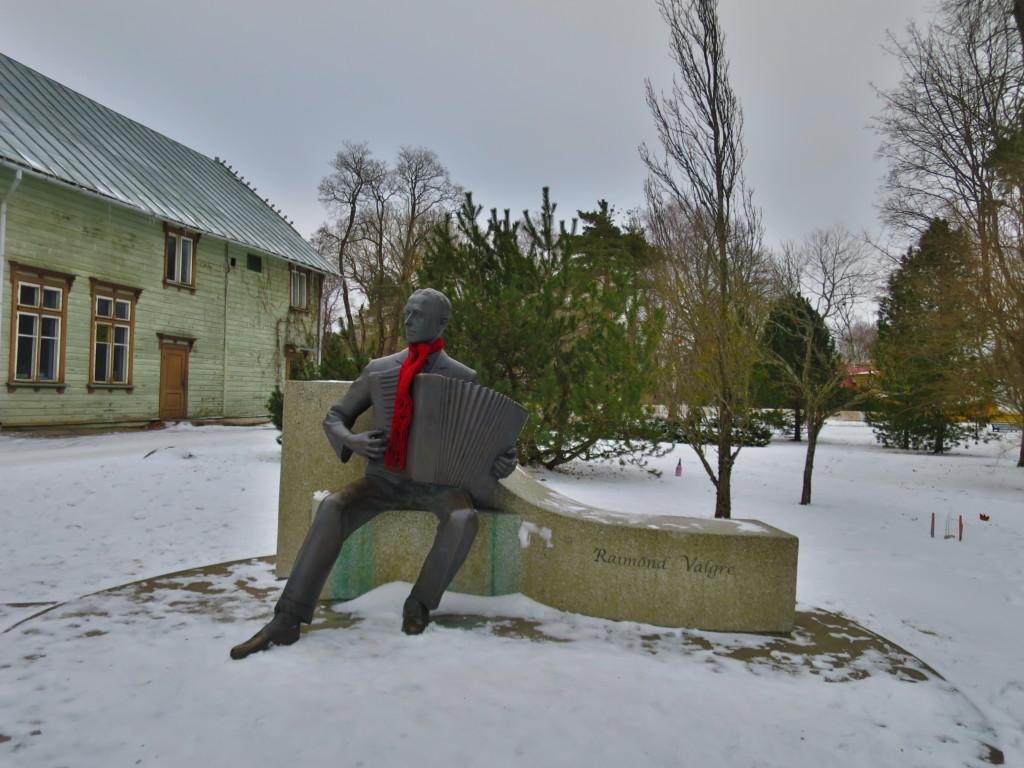 Raimond Valgre statue in Pärnu